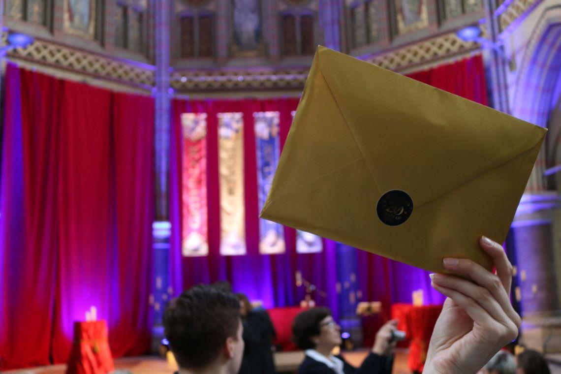 Der goldene Brief. Etwa der offizielle Hogwarts Brief?!