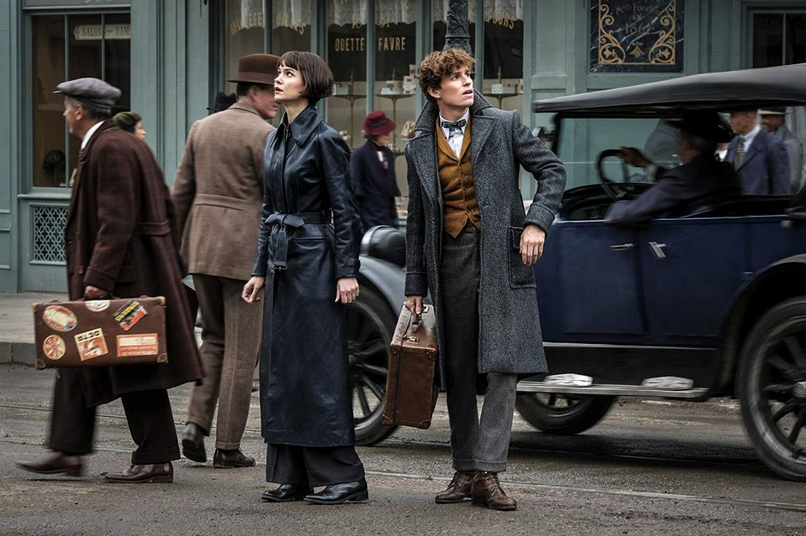 Eddie Redmayne and Katherine Waterston in Fantastic Beasts: The Crimes of Grindelwald (2018). (c) Warner Bros. 2018