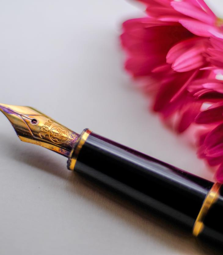 Fountain pen and flower - Books change the world
