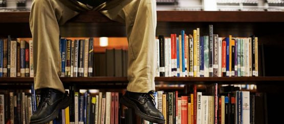 boy_on_bookshelf-555x242