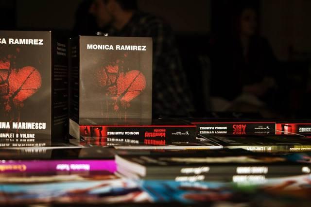 Monica Ramirez, cu cartile pe masa4