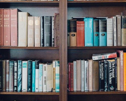 Un colț de Rai pentru cititori: Biblioteca Orășenească Ion Creangă, Târgu Neamț