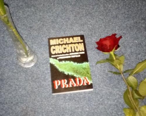 Prada, Michael Crichton – Recenzie