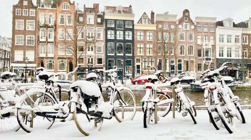 Amsterdam in winter is the setting for Midwinter Break by Berdard MacLaverty