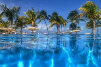 Мексиканские курорты открылись для иностранных туристов