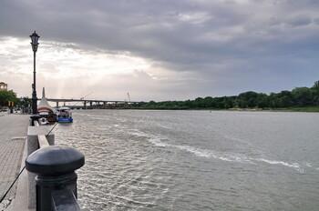 Наводнение в Ростове-на-Дону: людей с вокзала эвакуируют на лодках