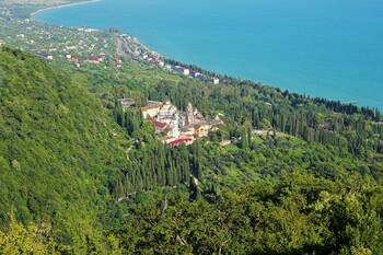 Отели Абхазии примут туристов только с тестами на коронавирус