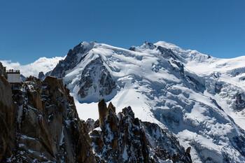 В итальянских Альпах эвакуируют людей из-за угрозы таяния льда на Монблане