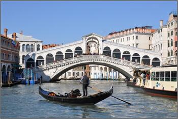 В Венеции из-за полных туристов снизили вместимость гондол