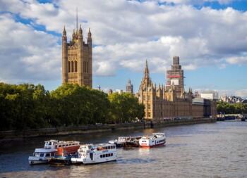 Великобритания отменяет карантин для прибывающих