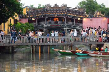 Во Вьетнаме закрыли популярный у туристов город Хойан