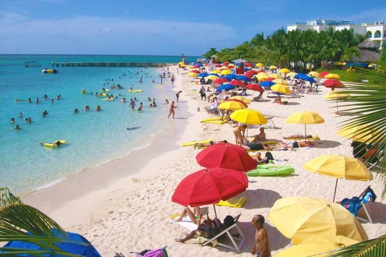 Doctor's Cave Beach | Book Jamaica Excursions | bookjamaicaexcursions.com | Karandas Tours