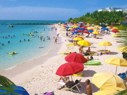 Doctor's Cave Beach | Book Jamaica Excursions | bookjamaicaexcursions.com | Karandas Tours