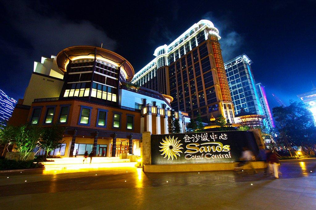 Валовой доход казино Макао в июне составит $865 млн.