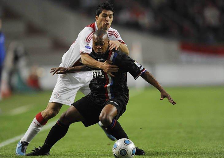 Луїс Суарес проти Ібрагіма Каргбо. Не тих гравців кусав уругваєць