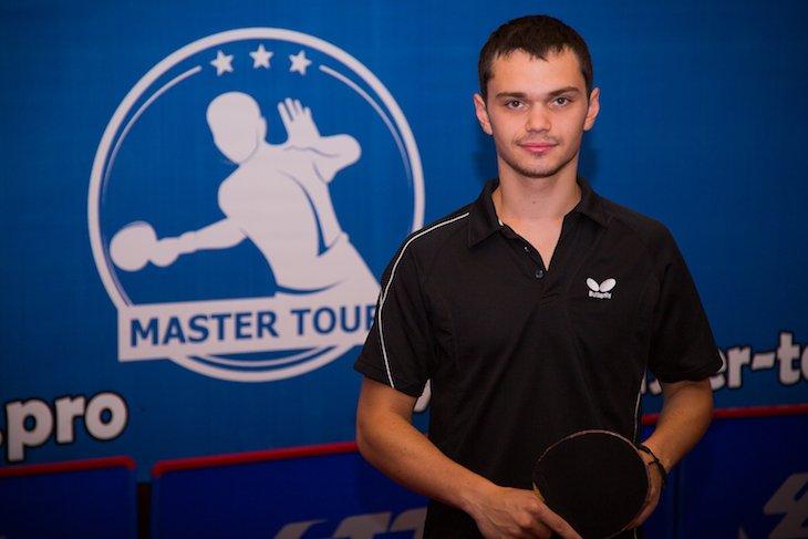 Ігор Завадський програв перші два сети, перемігши у 3-х наступних