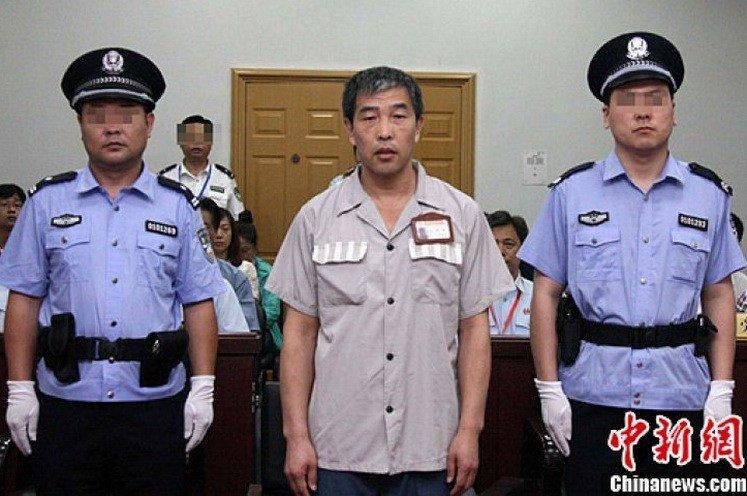 Знаменитий арбітр-корупціонер Лу Цзюнь під час винесення вироку