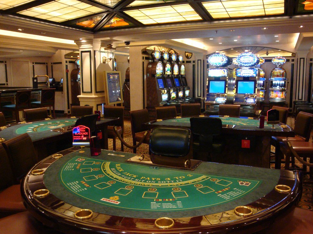 Шесть тысяч британцев потеряют работу из-за задержек с открытием казино