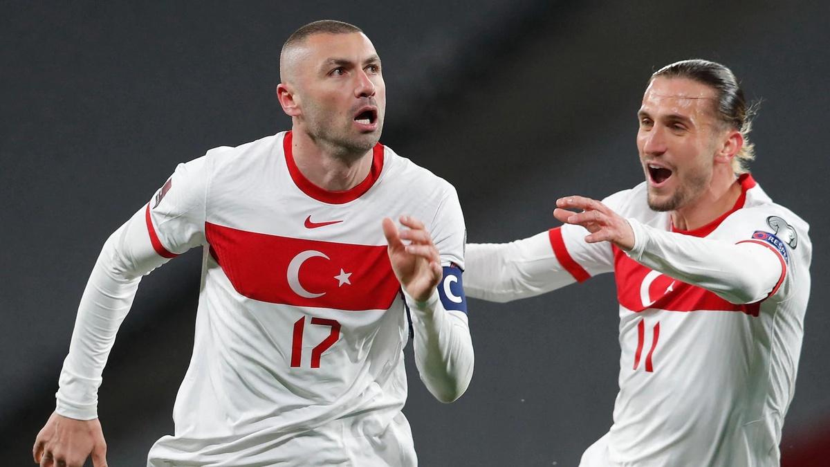Турция - Италия: главный судья показывает в среднем меньше 4 ЖК за матч