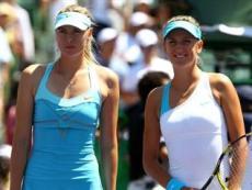 Мария Шарапова (слева) и Виктория Азаренко (справа) разыграют третий общий финал в 2012 году в Штутгарте