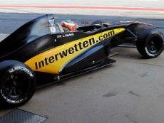 Логотип Interwetten нашел место на бортах болидов команды Формулы 1 Lotus F1 Team