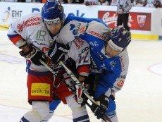 Эпизод матча между сборными Чехии и Финляндии