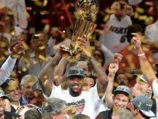 ЛеБрон Джеймс победил в финале NBA с «Майами Хит» и получил заветное кольцо чемпиона
