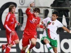 Эпизод матча между молодежными сборными России и Португалии
