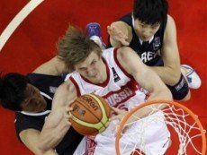 Эпизод баскетбольного матча между россиянами и корейцами