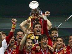 Футболисты сборной Испании после победы на Евро-2012