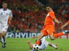 В 5-ти матчах отбора Ван Перси забил 3 мяча, в том числе и гол в Бухаресте