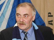 Юрий Желудков ждет пенальти в матче