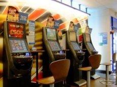За первое полугодие клиенты потратили 12 миллиардов фунтов, играя на автоматах в букмекерских конторах William Hill и Ladbrokes