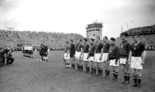 """Сборная Венгрии считалась фаворитом финала - до """"Бернского чуда"""" венгры не проиграли ни разу за 32 матча"""
