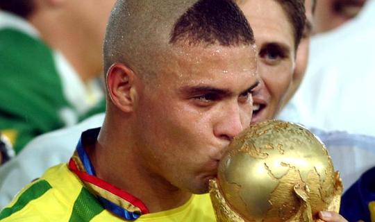 Роналдо со счастливой прической сделал Бразилию пятикратным чемпионом мира