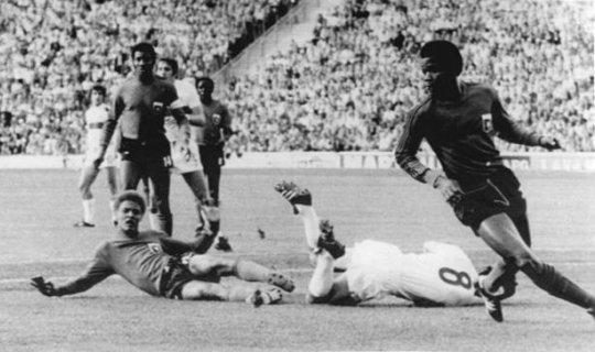 Фото с того самого матча против сборной Италии. Итальянец под №8 на газоне - это нынешний тренер сборной России