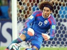 Очоа в матче с бразильцами творил чудеса
