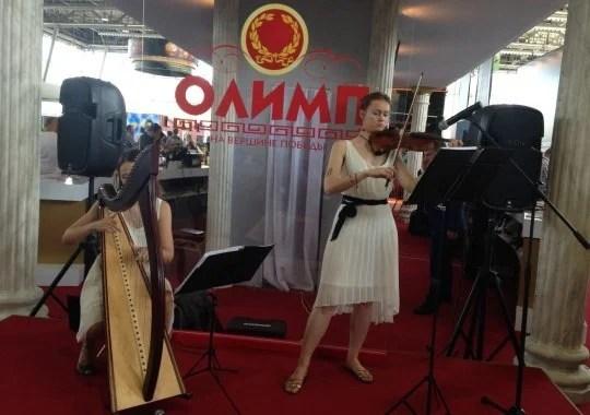 Стенд БК «Олимп» пленял посетителей девушками-музыкантами и греческими мотивами