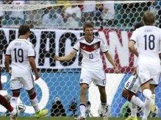 Мюллер, Гетце и Кроос в стартовом составе Германии на матч с Алжиром