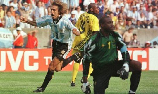 Выступление Ямайки на ЧМ-98 запомнилось памятным поражением от Аргентины со счетом 0:5 с хет-триком Батистуты