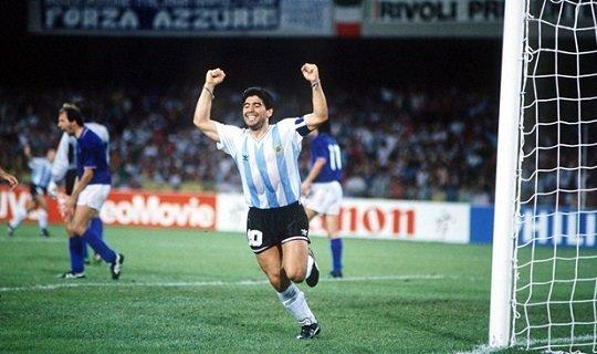 Марадона приносит Аргентине победу по пенальти над Италией на ЧМ-1990