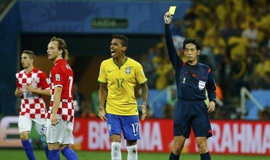 Самые строгие арбитры судят матчи Бразилии