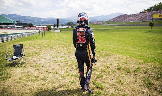 Квят сошел с дистанции на Гран-при Австрии, стартовав с седьмого места