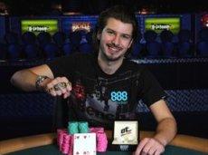 Известный игрок, обладатель золотого браслета Мировой Серии Покера 2011 года Даррен Вудс был приговорен британским судом к 15 месяцам тюрьмы за мошенничество