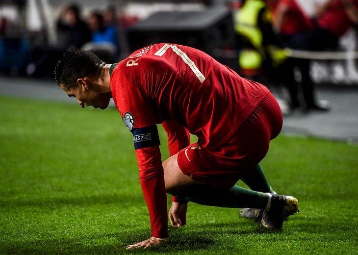 Криштиану Роналду получил травму в матче за сборную Португалии