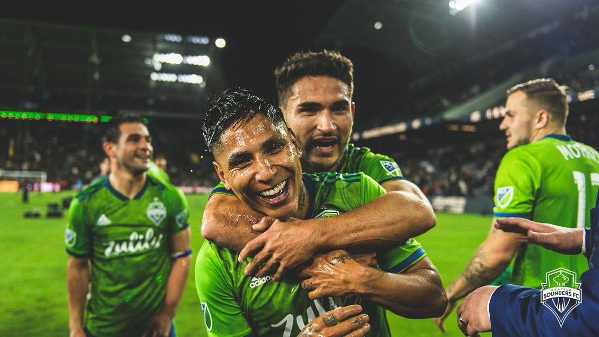"""«Сиэтл» стал первым финалистом MLS, переиграв """"Лос-Анджелес"""""""