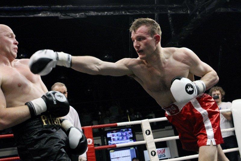 Российский боксер Екимов потерпел первое поражение в профессиональной карьере