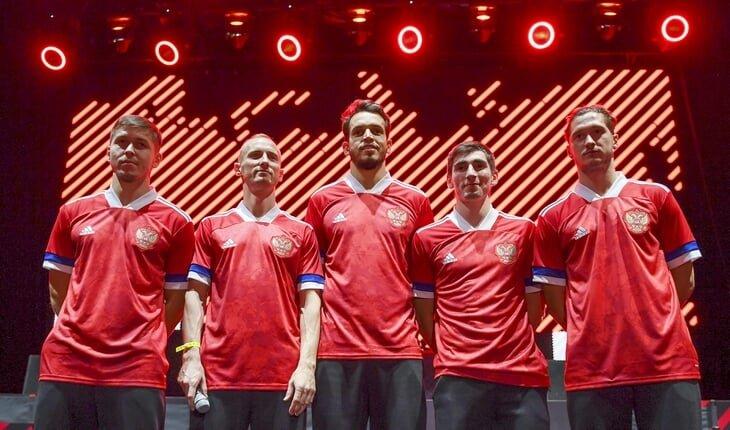 Игроки сборной России в новой форме на презентации