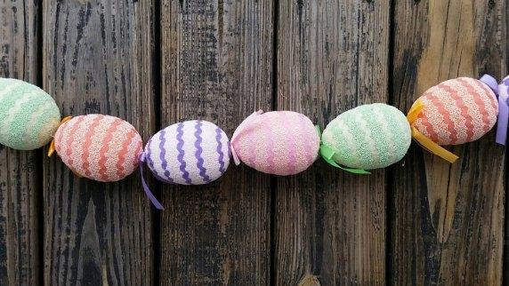 Eggshell garland