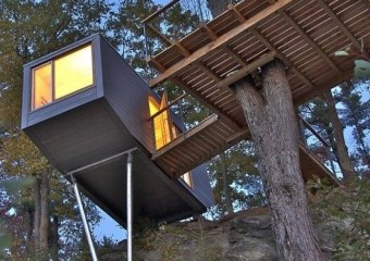 Cliff Treehouse, Hudson Valley, New York by Baumraum